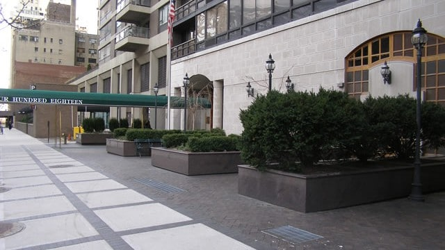 Privately owned public space POPS